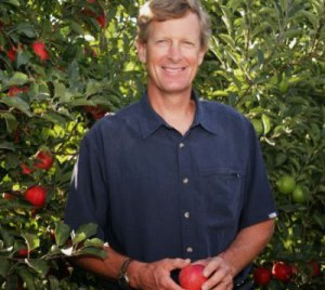 neal_holding_red_apple1_0-e1423873153952
